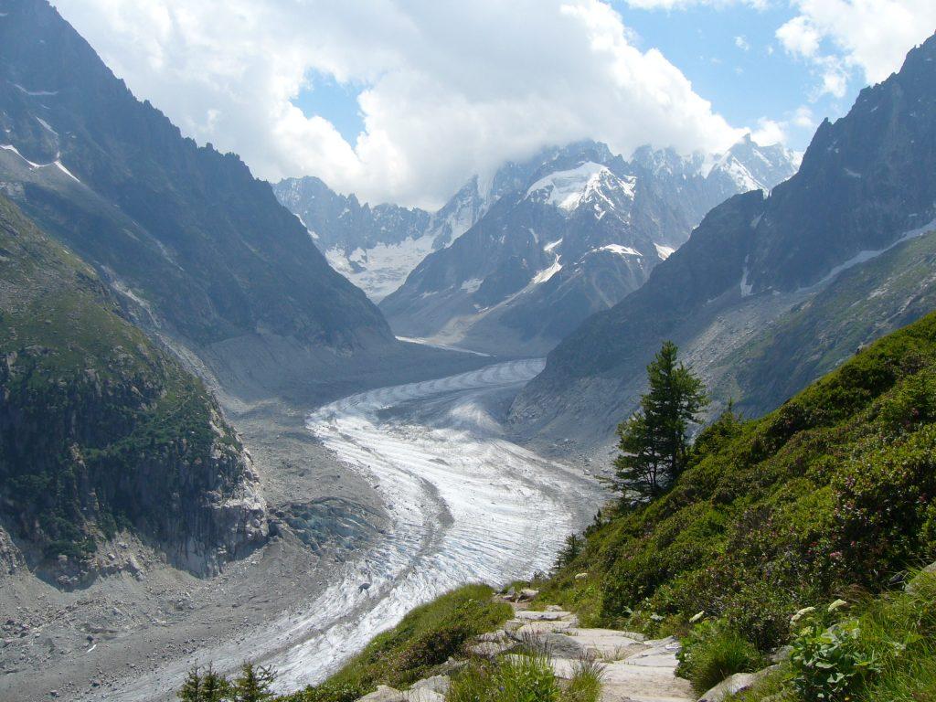 Exploreaza imprejurimile masivului Mont Blanc
