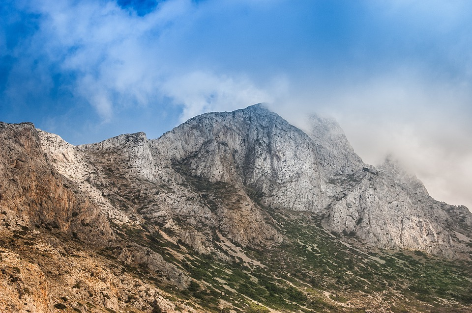 HIKING IN CRETA
