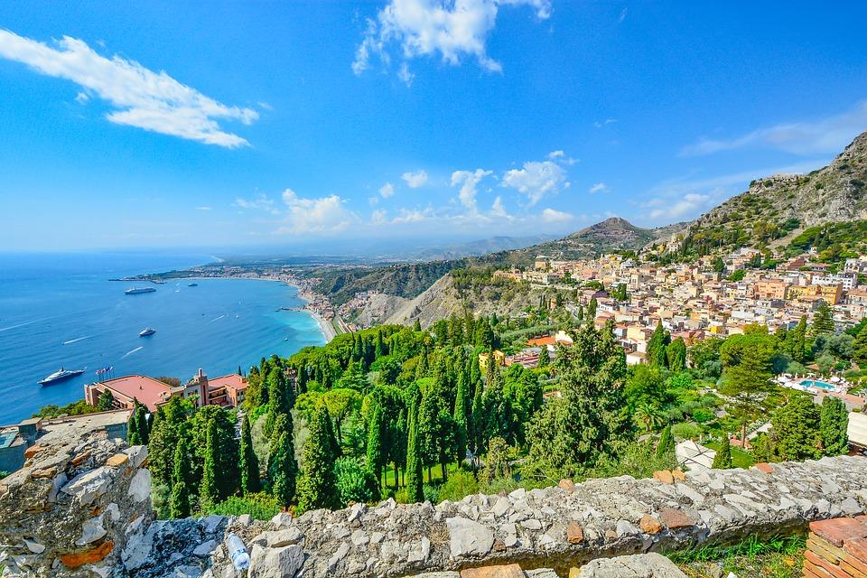Program de drumetii in Sicilia (Vulcanii Stromboli si Etna)
