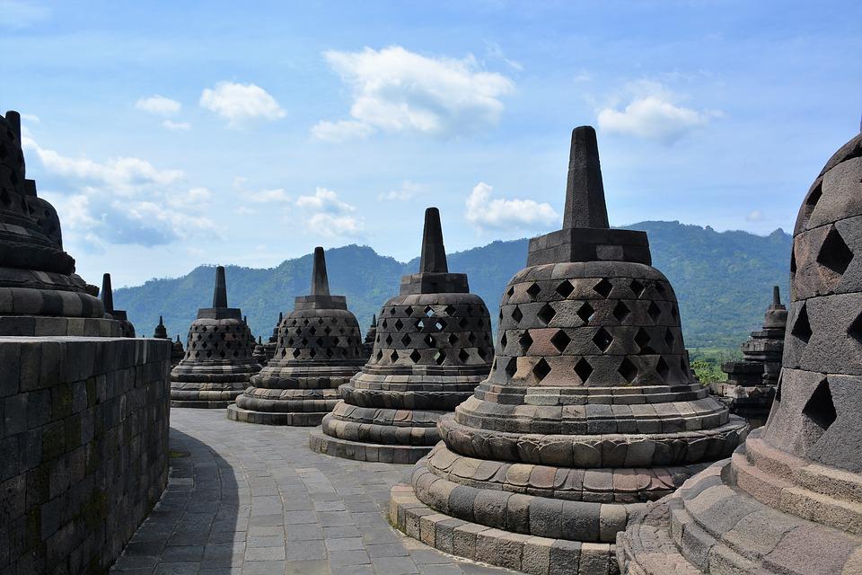 Sejur in Yogyakarta si Borobudur in Indonezia